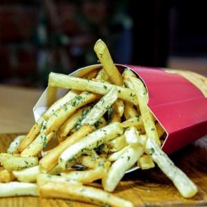 cartofi prăjiți cu usturoi